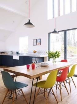 Điều đặc biệt tại các địa điểm quá cafe thu hút giới trẻ - bàn ghế Eames hợp xu hướng