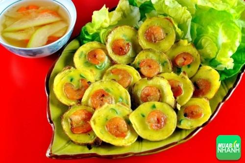 Những con tôm tươi đỏ được bao bởi lớp bột vàng óng đã làm nên món bánh khọt tuyệt đỉnh