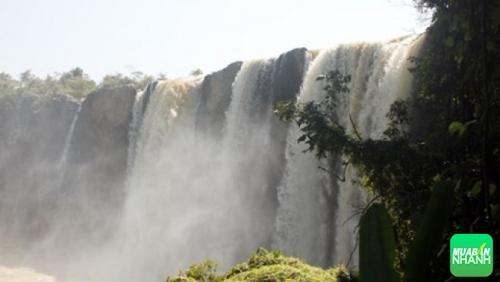 Vào mùa nước về - thác hùng vĩ hơn, ngập tràn hơi nước