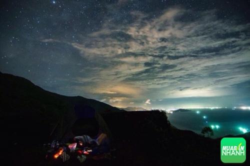 Quang cảnh về đêm trên đèo Hải Vân sẽ khiến bạn không thể nào quên được