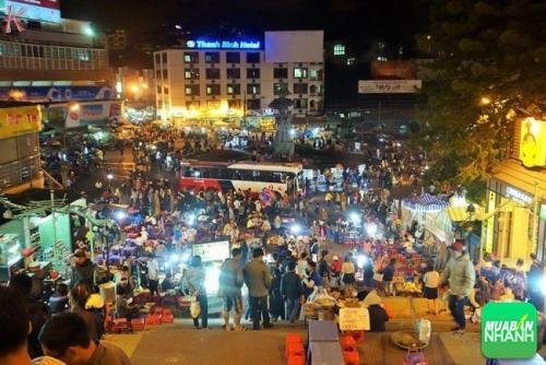 Chợ đêm là một trong những điểm nhấn hấp dẫn nhất thành phố Đà Lạt về đêm.