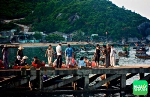 Phiên chợ sớm trên đảo Cù lao Chàm