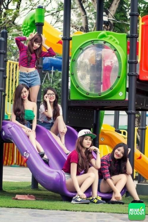 Có thể tạo cho mình bộ ảnh nhóm kỷ niệm siêu đẹp, siêu cute tại Công viên Thỏ Trắng